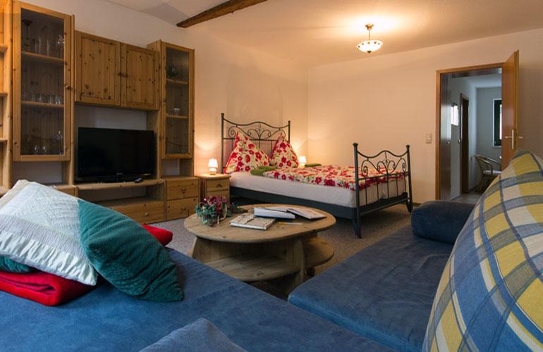 pension barbara schmalkalden in der stadt und doch im gr nen ferienwohnung deutschland. Black Bedroom Furniture Sets. Home Design Ideas